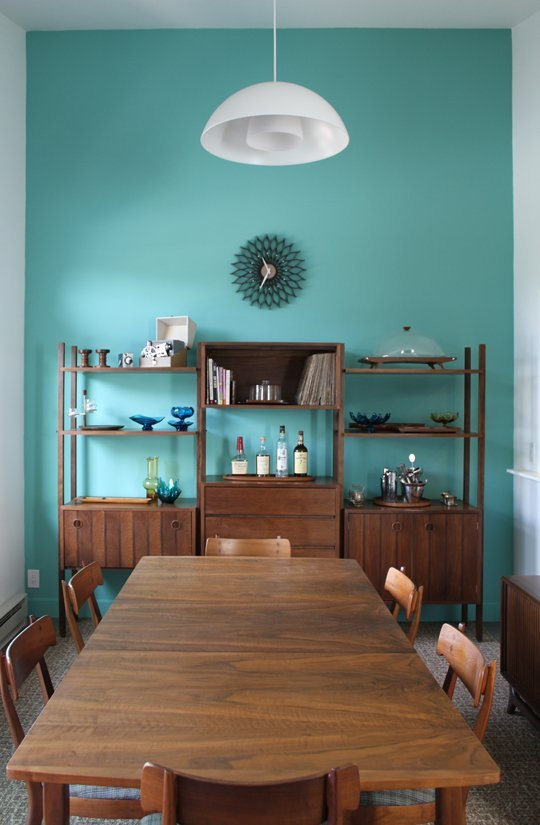 A Mid Mod Dining Room With Vibrance