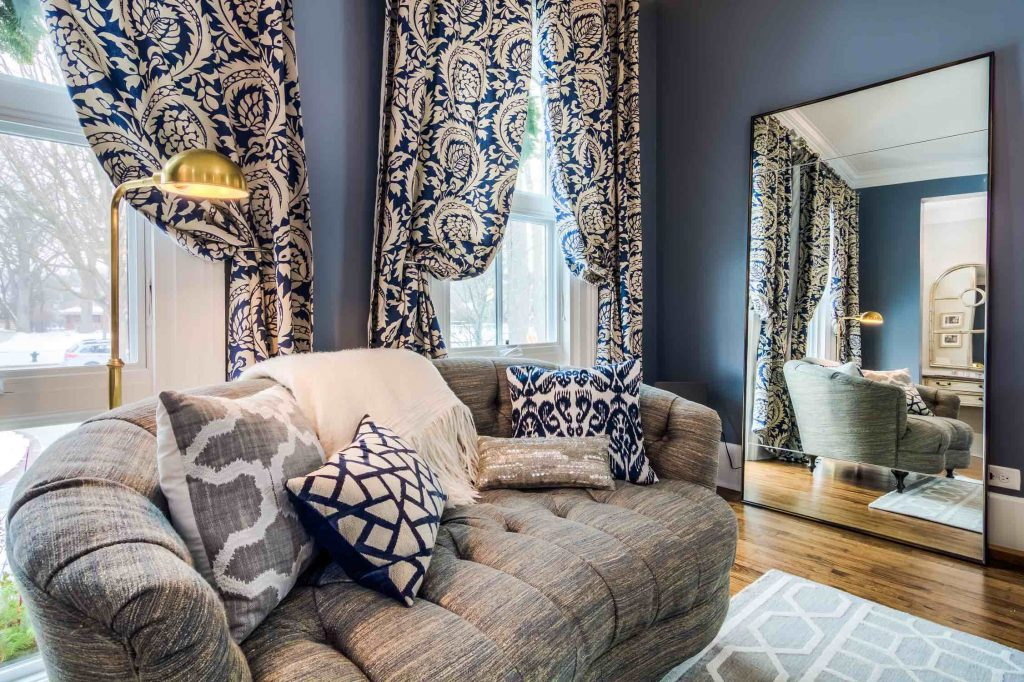 How To Decorate Like A Pro With Throw Pillows