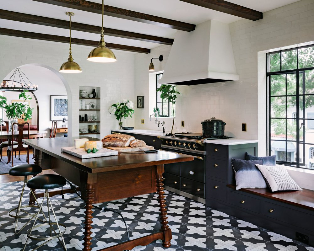 A bold trend alert geometric tiles the havenly blog - Lino pour cuisine ...