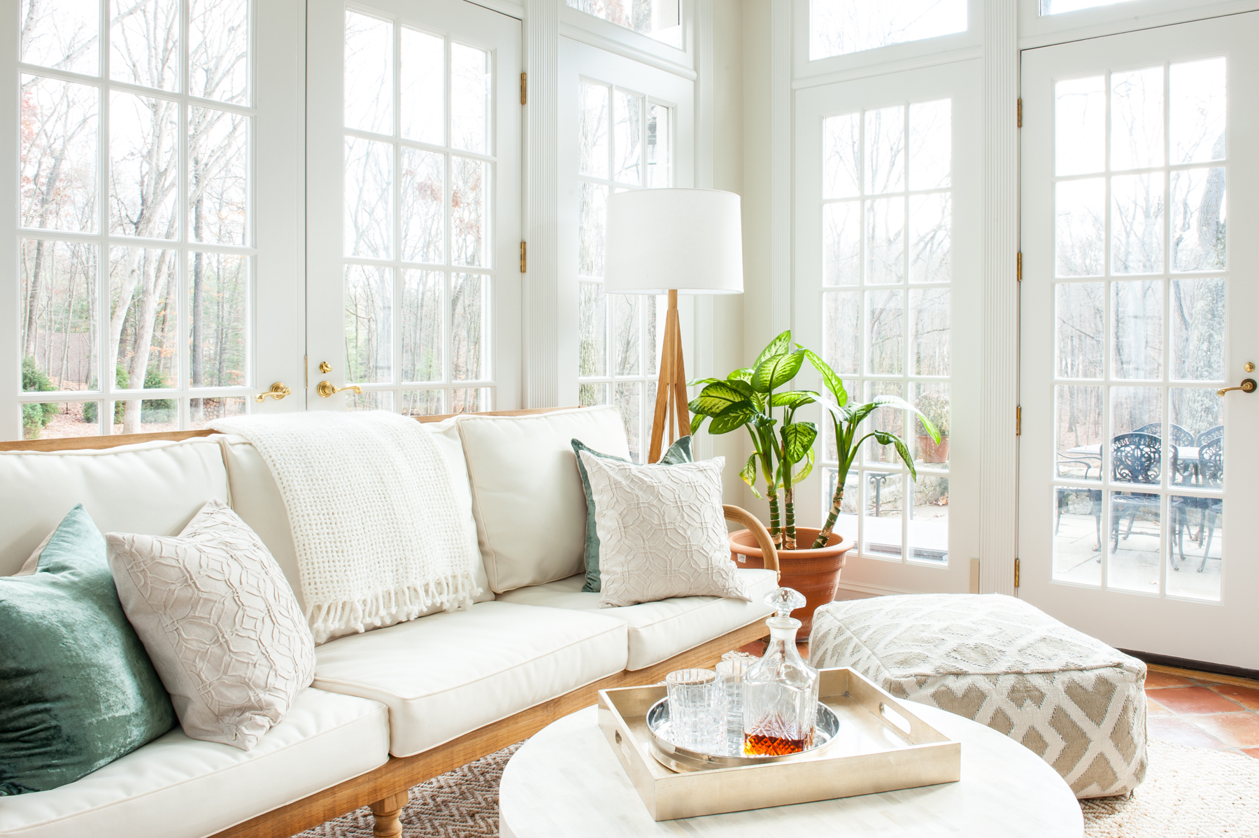 5 Ways To Decorate Your Living Room For Summer | Havenly Hideaway