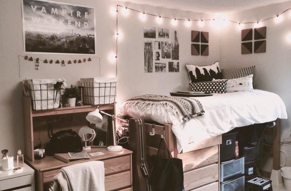 3 decorating tips to make your dorm room feel bigger the for Room decor list