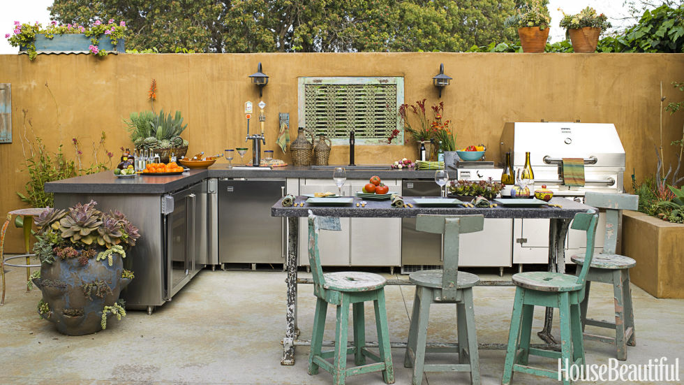 How to Create an Outdoor Kitchen \