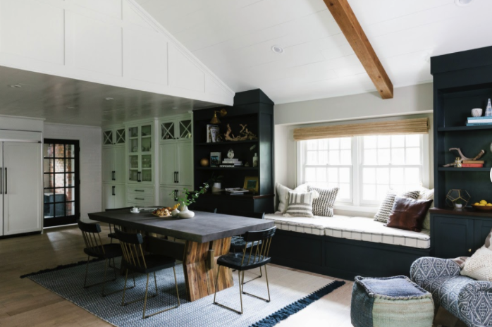 Contrasting dining room furniture