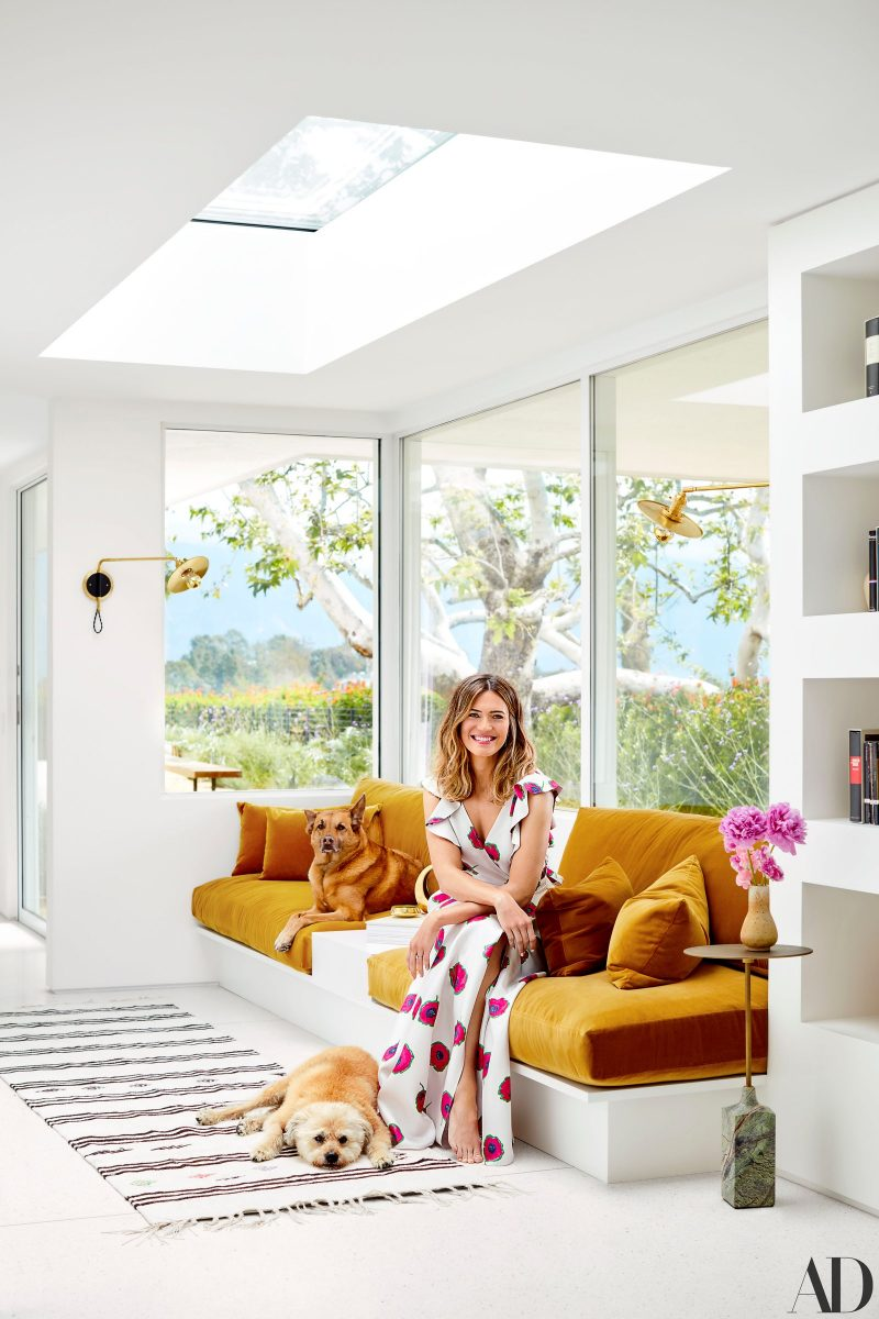 Mandy Moore in Home
