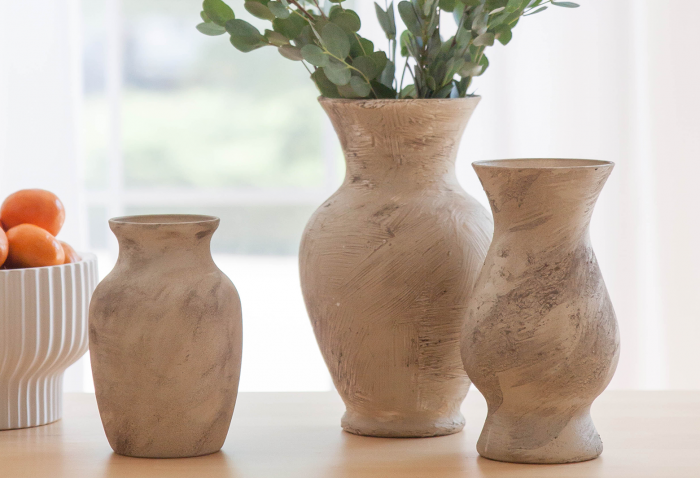 Get that Artisan Pottery Look With a Thrift Store Trip and Some Dirt From Your Backyard